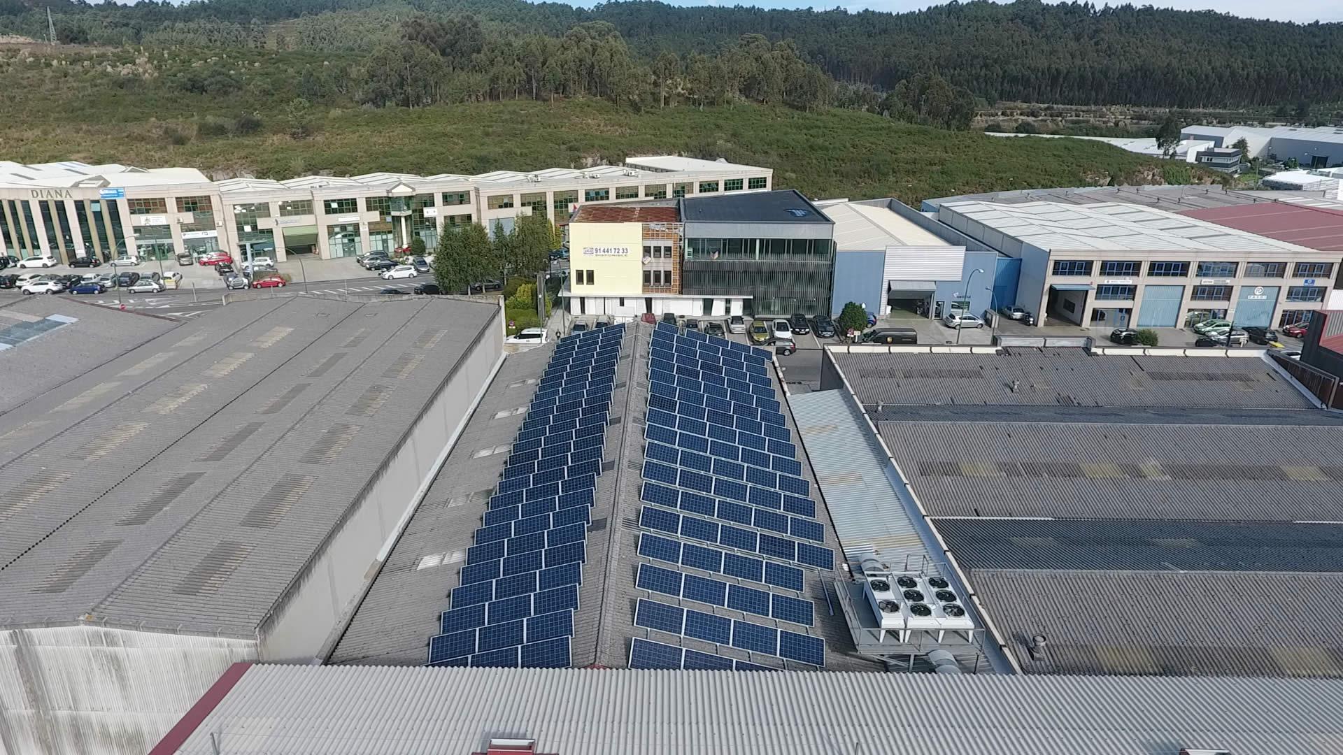 Instalador de paneles fotovoltaicos 68