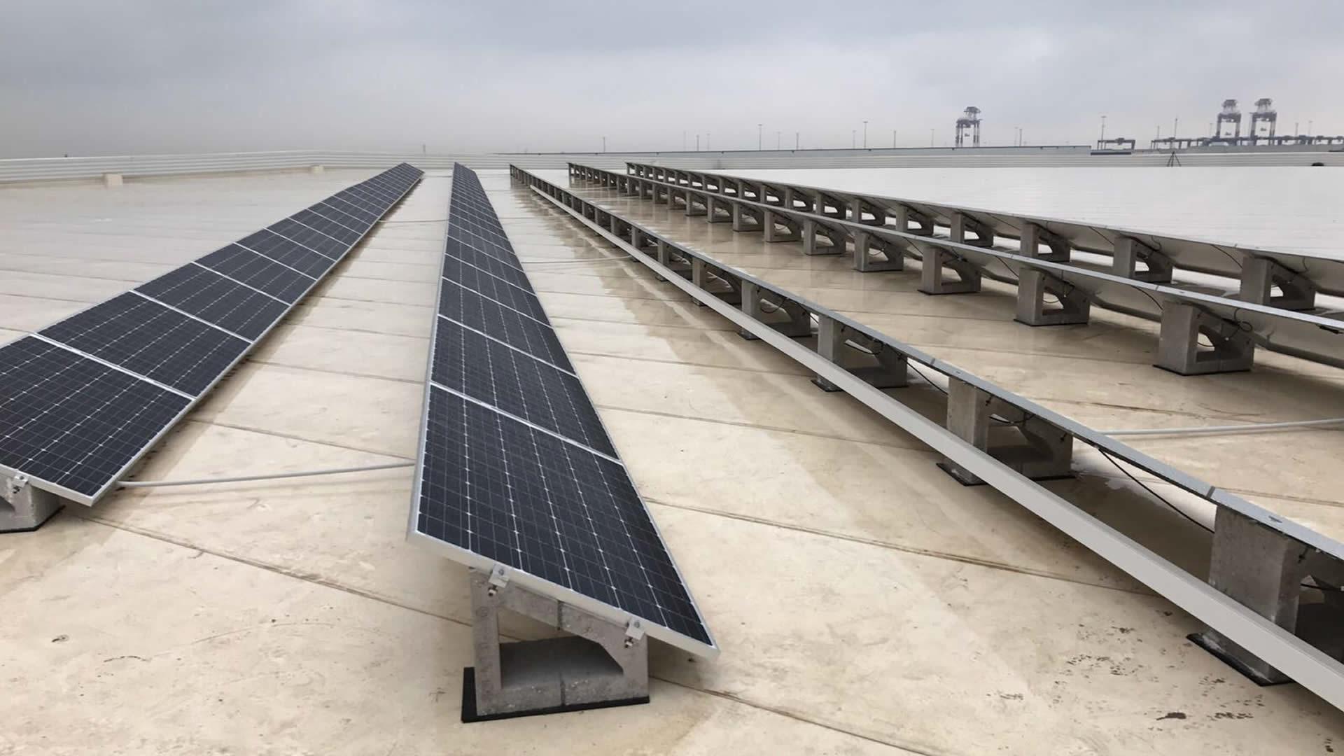 Instalación de energía solar fotovoltaica para autoconsumo en DHL Barcelona