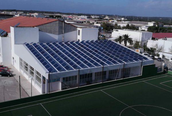 Instalación autoconsumo Piscina Municipal Ayuntamiento Mahon - EDF Solar