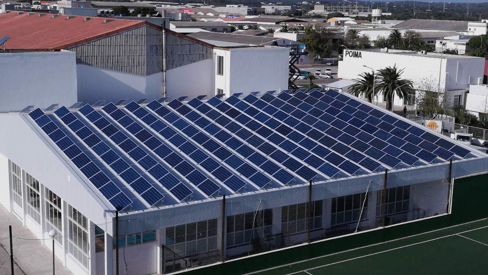 Instalador de paneles fotovoltaicos 42