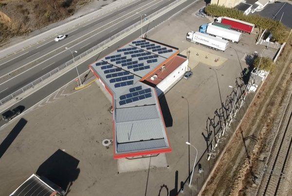 Instalación de autoconsumo fotovoltaico en Estación de Servicio Los Rosales, A Coruña
