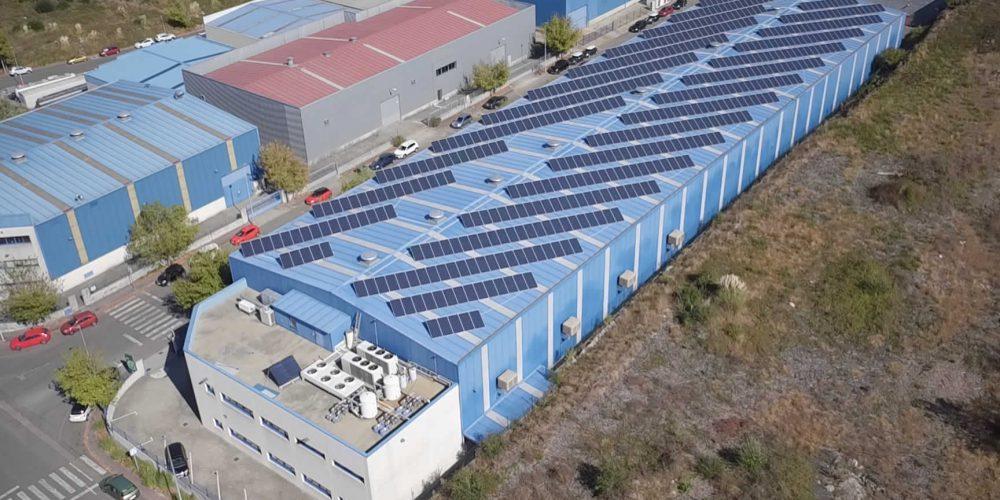 Instalación de autoconsumo fotovoltaico en Aludec Inyección - EDF Solar