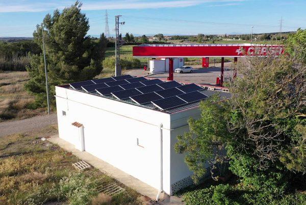 Instalación de autoconsumo en Carburantes Peñaflor, Zaragoza - Eidf Solar