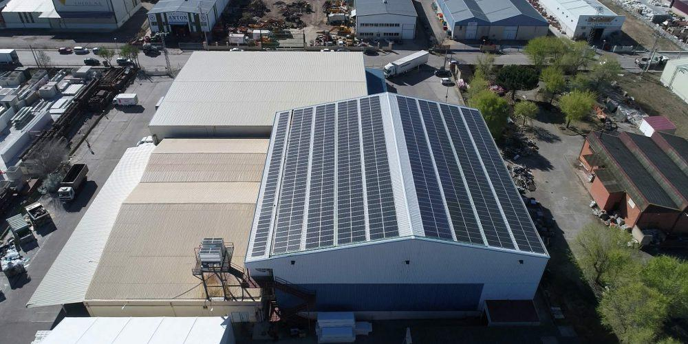 Instalación de cubierta solar para autoconsumo en Clavo Food Factory, Valladolid - EDF SOLAR