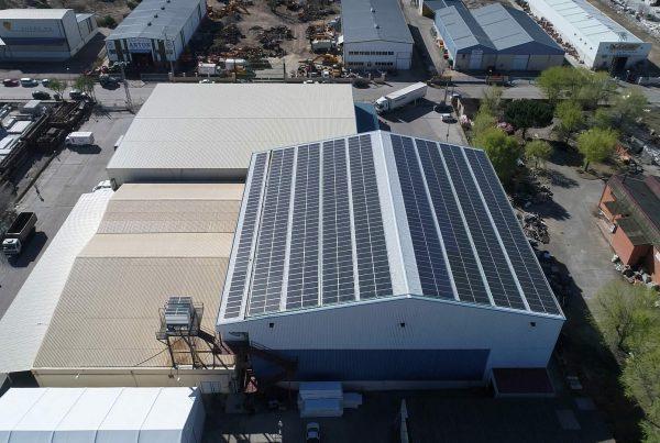 Instalación de cubierta solar para autoconsumo en Clavo Food Factory, Valladolid - Eidf Solar