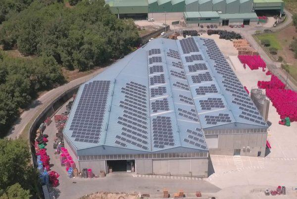 Instalación de cubierta solar para autoconsumo industrial en Revi Tubos, Ourense - EDF SOLAR
