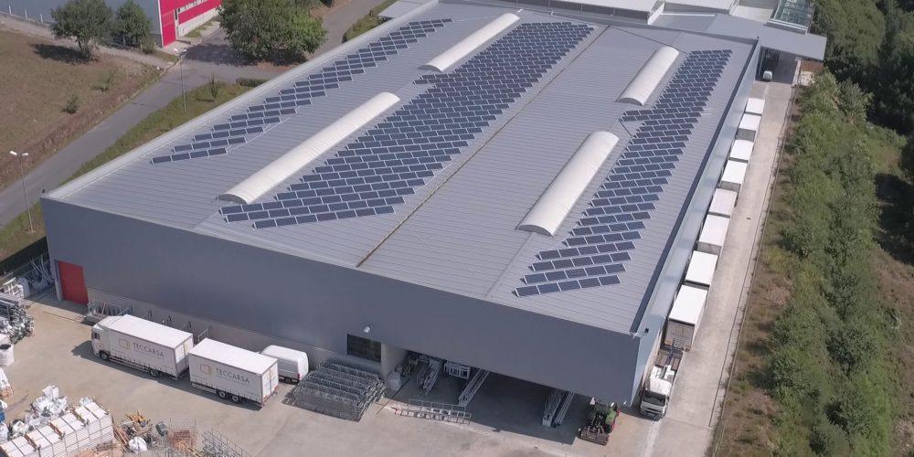 Instalación de cubierta solar fotovoltaica para autoconsumo en Teccarsa, Pontevedra - EDF SOLAR