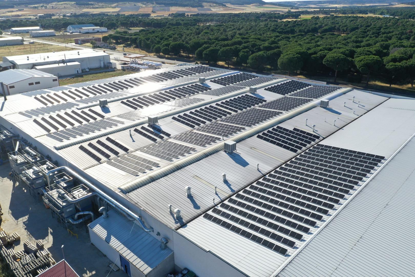 Instalación de autoconsumo fotovoltaico en Puertas Bamar - EDF Solar