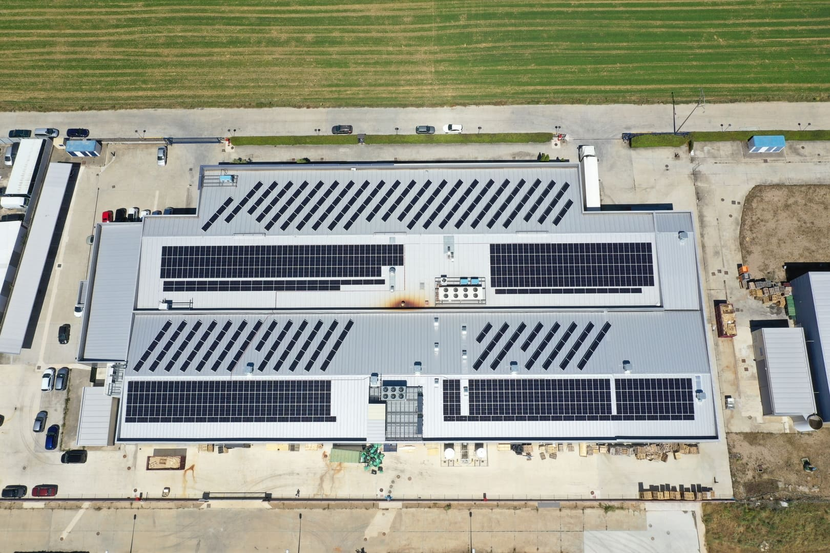 Instalación de autoconsumo fotovoltaico en System Lonch - EDF Solar