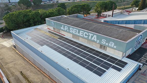 Instalación de autoconsumo fotovoltaico en JP Selecta | EIDF Solar
