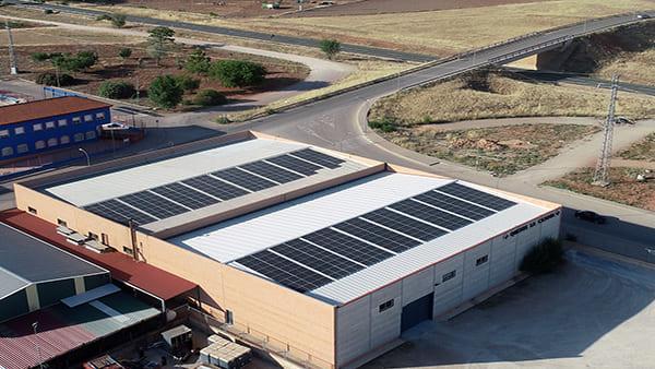 Instalación de autoconsumo fotovoltaico en Quesos La Casota   EiDF