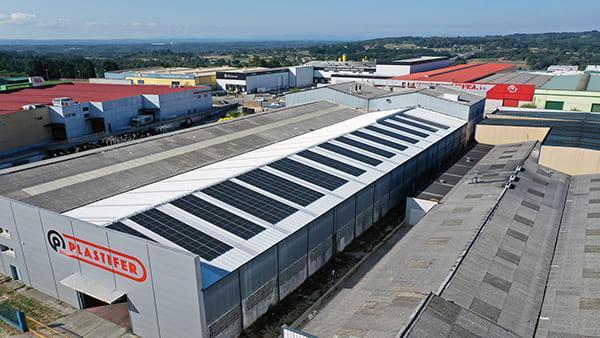 Instalación fotovoltaica de autoconsumo en Plastifer | EiDF